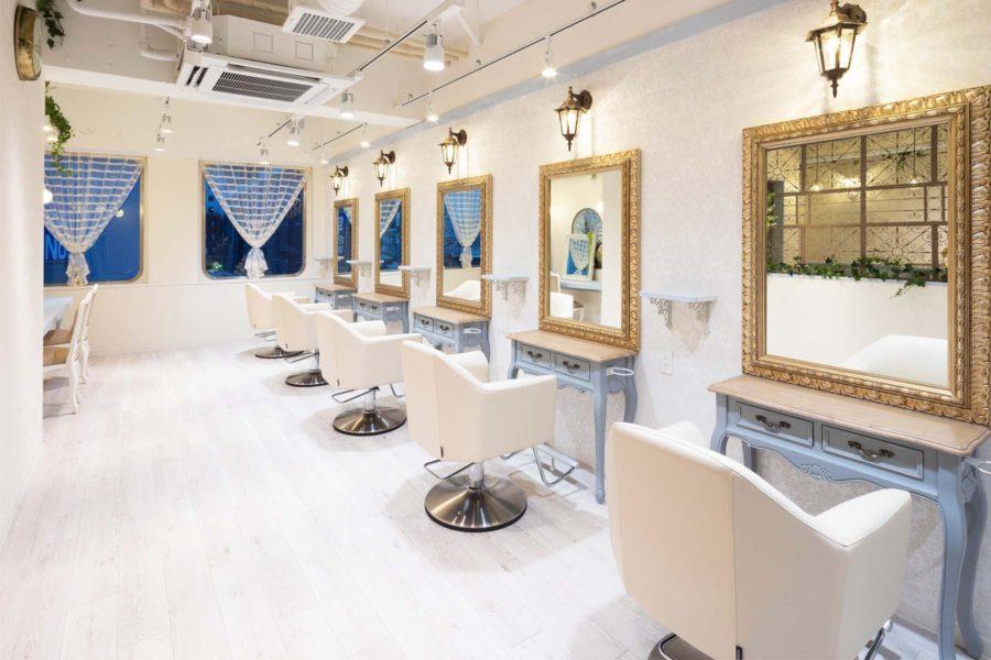 美容室内装画像 白 フレンチ 明るい