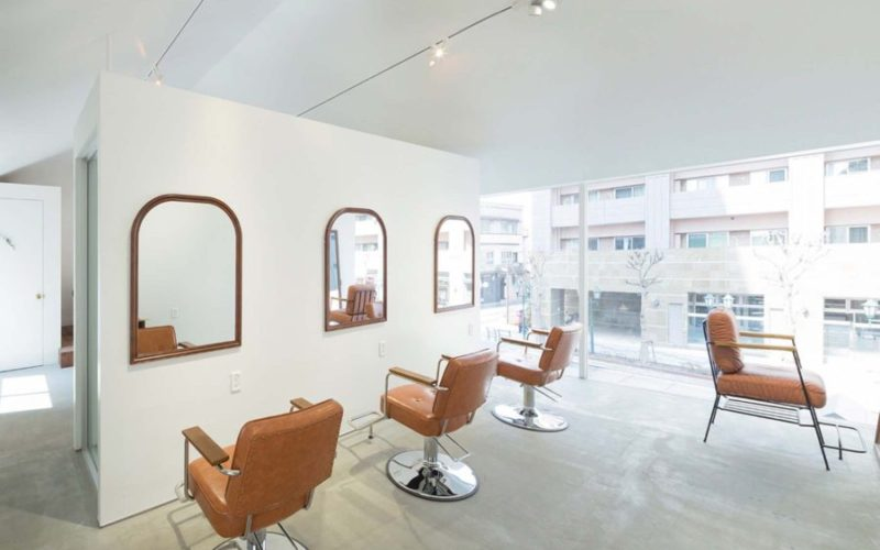 美容室内装画像 アンティーク ナチュラル 明るい