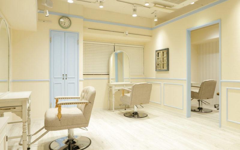 美容室内装画像 白 リゾート 明るい